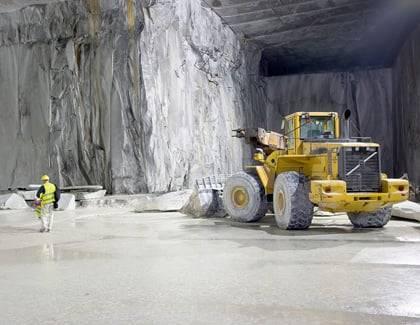 In Präzisionsarbeit in Steinbrüchen weltweit gefördert.